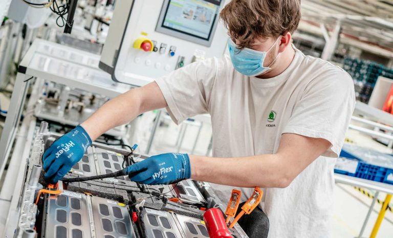 Skoda produziert 100.000 Batterien für Plug-in-Hybride
