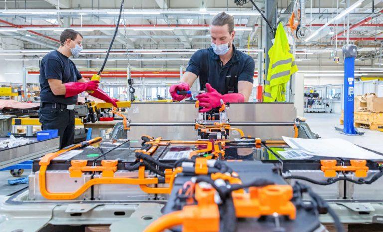 Opel repariert Batterien im eigenen Testcenter