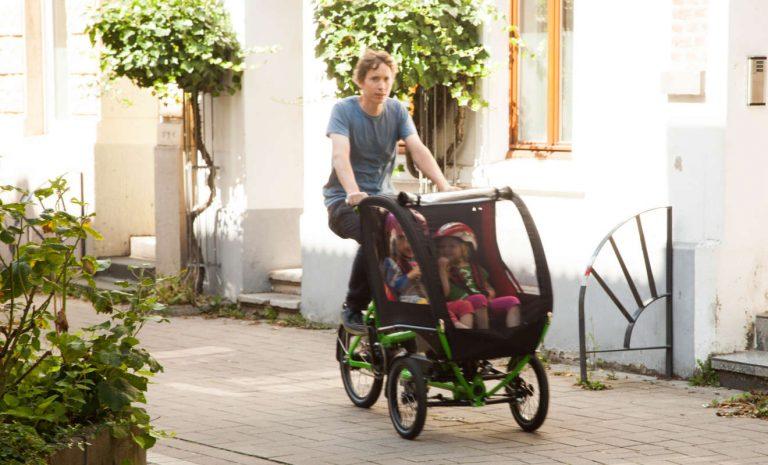Lastenräder als Eltern-Taxi: Auf Schutz der Kinder achten