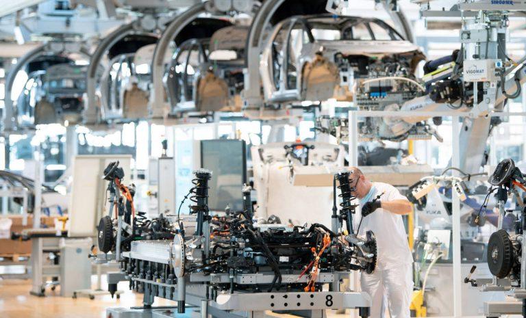 Rohstoffmangel setzt Autobauer unter Druck