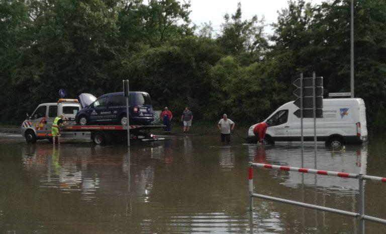 Nach der Flut: Akkord-Arbeit für Auto-Versicherer