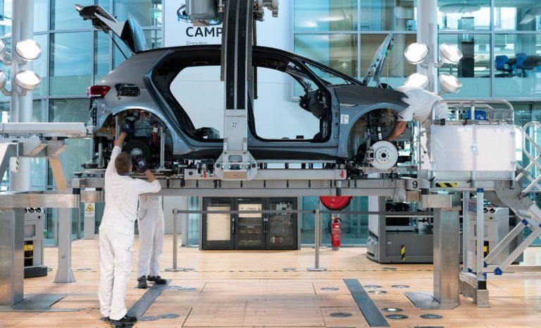 Chip-Mangel macht den Autobauern weiter Sorgen