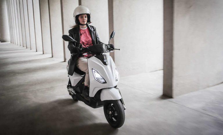 Piaggio bietet neuen Elektro-Roller in drei Varianten an