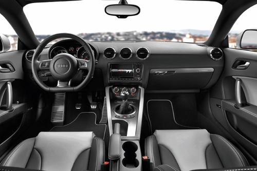 Der Innenraum des Audi TT des Modelljahres 2011