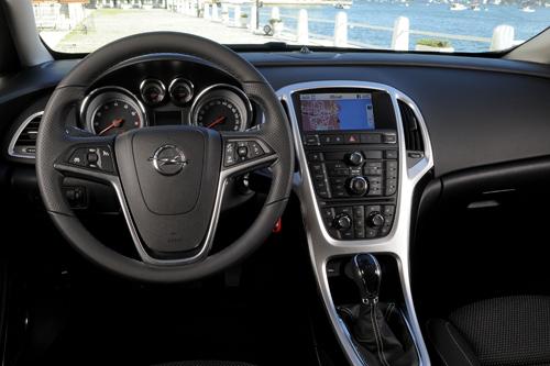 Das Cockpit im Opel Astra Sports Tourer