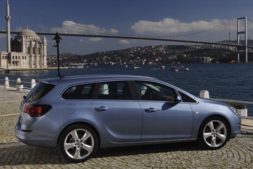 Die Seitenlinie des Opel Astra Sports Tourer
