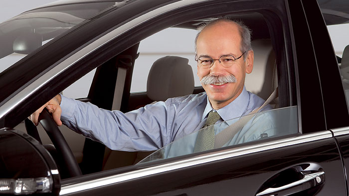 Zetsche glaubt an nahezu unfallfreies Autofahren