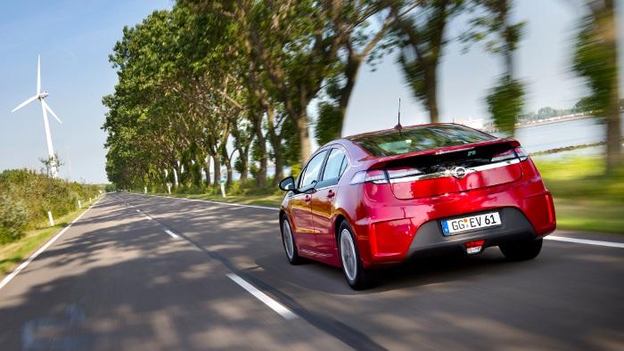 Testfahrten schaffen Vertrauen in Elektroautos