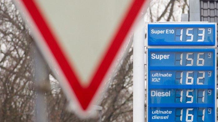 Liter Super E10 kostet im Jahresschnitt 1,378 Euro