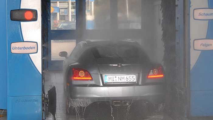 Die Waschstraße sollte im Winter offenen Waschportalen vorgezogen werden