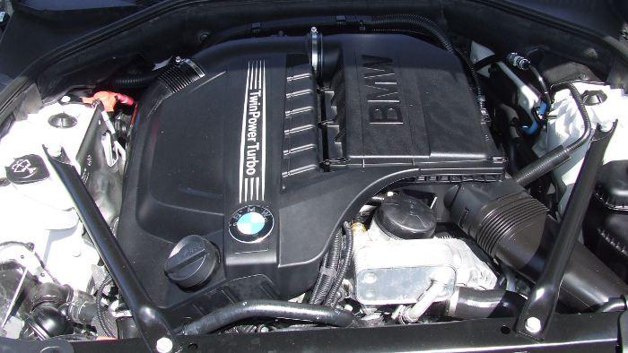 Der V6-Motor im BMW 640i leistet 320 PS.