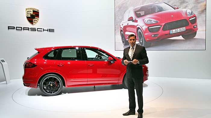Porsche-Vorstand Klaus Zellmer bei der Präsentation des Cayenne GTS