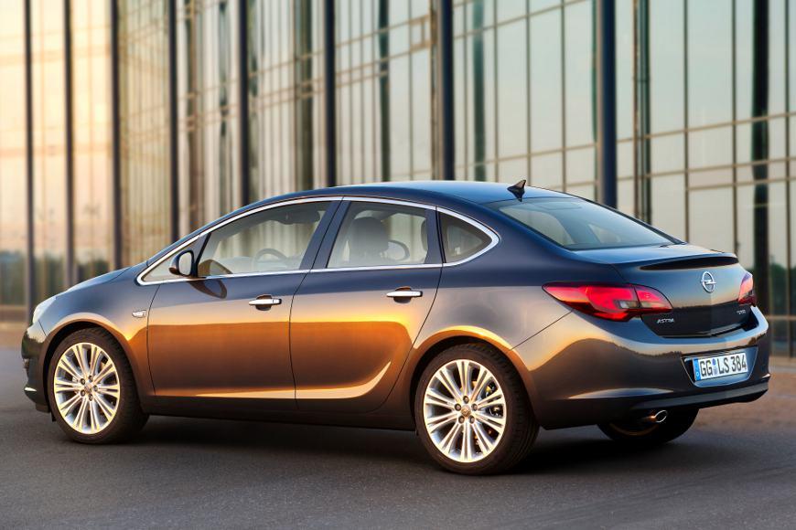 Opel verspricht sich von der Stufenheckvariante des Astra ein zusätzlichen Absatzschub.