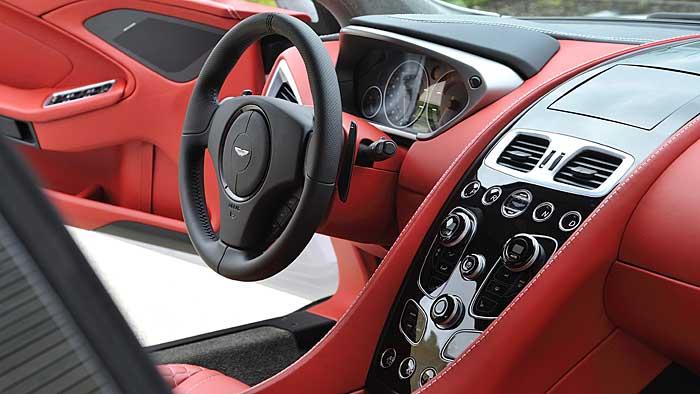 Der Aston Martin Vanquish ersetzt den DBS
