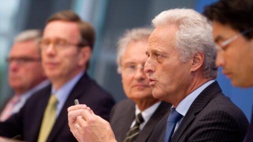 Philipp Rösler, Peter Ramsauer, Henning Kagermann und Matthias Wissmann (v.r.)