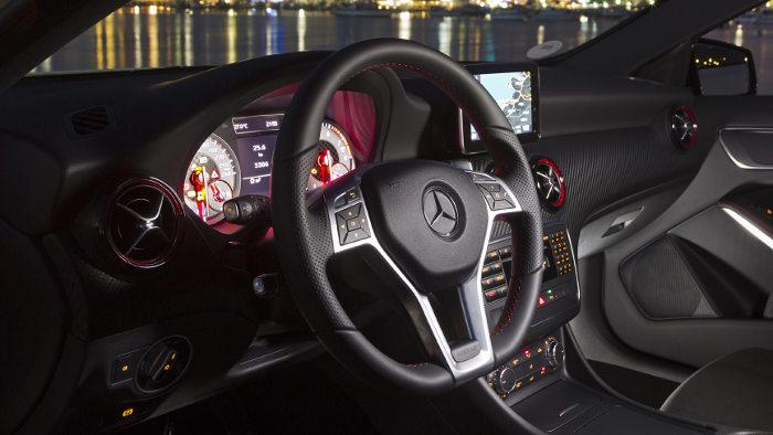 Das Cockpit in der der Mercedes A-Klasse