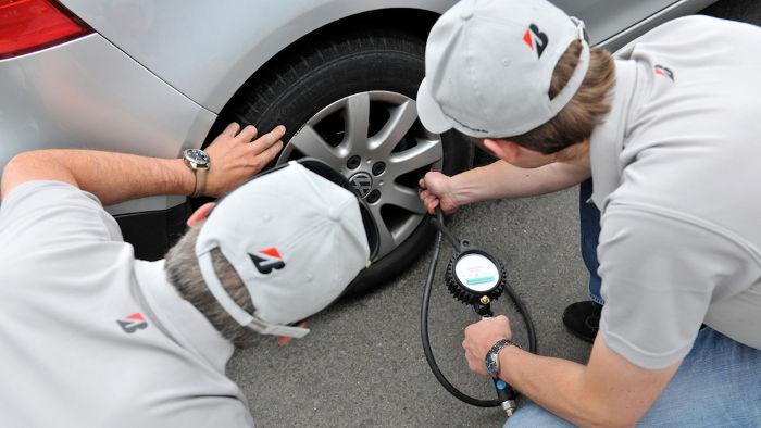 Mit dem richtigen Luftdruck kann Kraftstoff gespart werden.