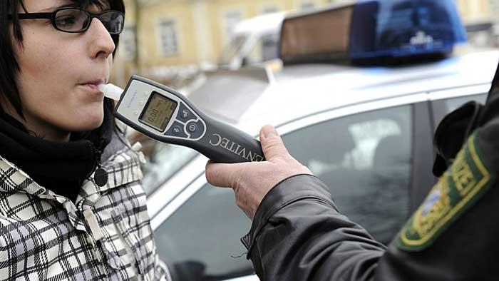 Die Mehrheit der Autofahrer spricht sich für ein generelles Alkoholverbot aus.
