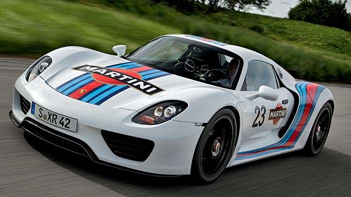 Porsche erinnert mit Martini an legendäre Zeiten.