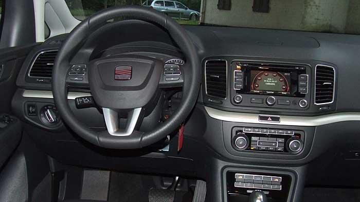 Der Seat Alhambra ist die günstigere Variante des VW Sharan.