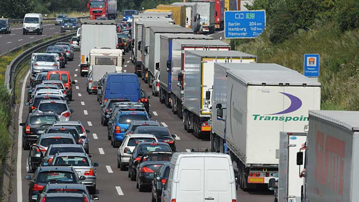 Auch am kommenden Wochenende wird es sehr voll auf den Autobahnen werden.
