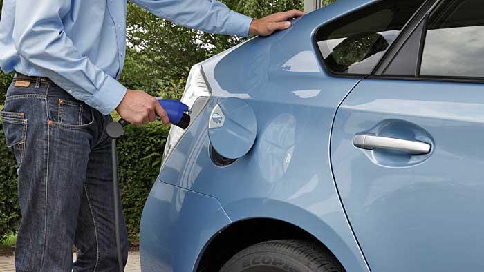 Der Toyota Prius Plugin Hybrid schafft bis zu 25 Kilometer rein elektrisch.