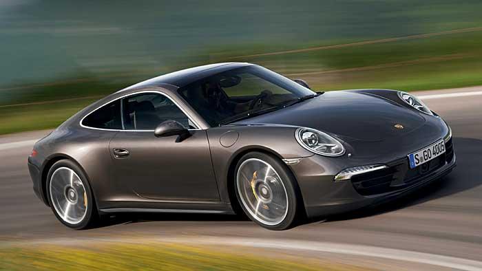 Porsche schiebt den Vierradantrieb bei der 911-Baureihe nach.