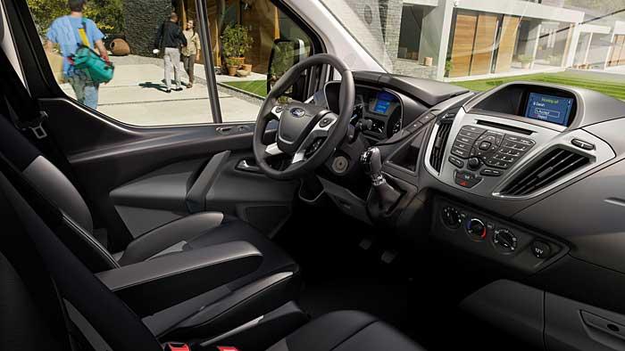 Der Innenraum des Ford Transit Custom hat Pkw-Niveau.