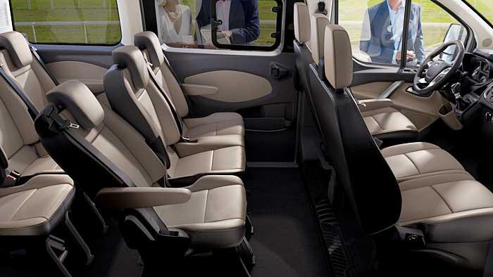Der Innenraum des Ford Tourneo Custom hat Pkw-Niveau.