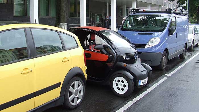 Einen Parkplatz findet man für den Renault Twizy immer.