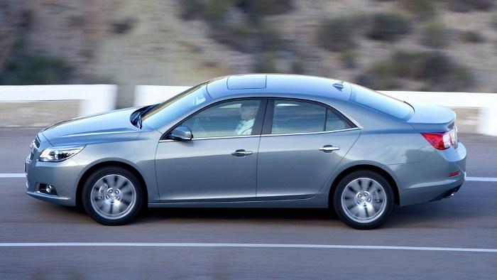 Die Seitenansicht des Chevrolet Malibu.