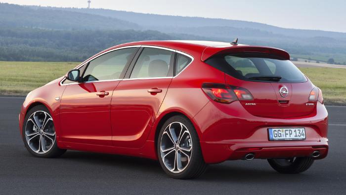 Das Heck des Opel Astra GTC BiTurbo.