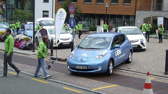 Der Nissan Leaf beim Start der ADAC eRallye Südtirol.