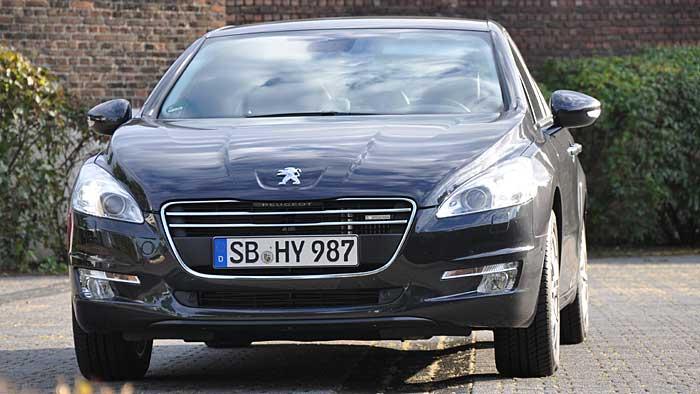 Peugeot hat beim 508 Hybrid4 einen Diesel mit Elektromotor gekreuzt.