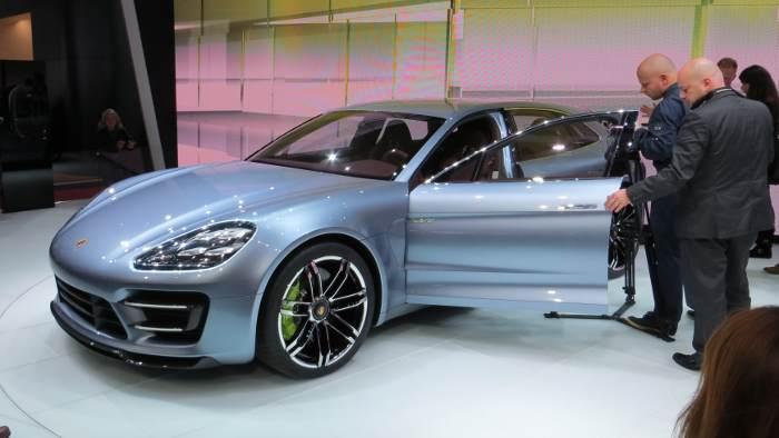 Der Porsche Panamera Sport Turismo wurde in Paris gezeigt.