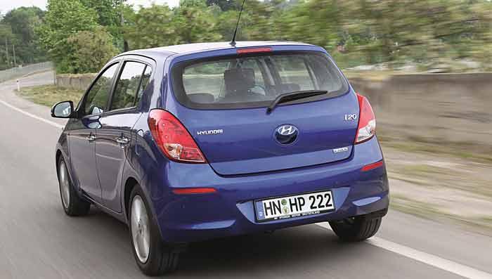 Der Hyundai i20 fährt sehr sparsam auf den Straßen.