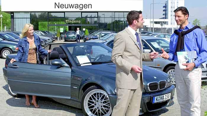Die Deutschen entscheiden sich beim Autokauf für eine Ratenkredit.