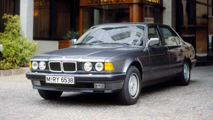 Der BMW 750i war 1988 das Maß der Dinge bei den Luxuslimousinen.