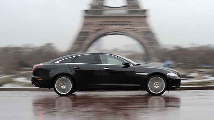 Der Jaguar XJ L ist 5,25 Meter lang.