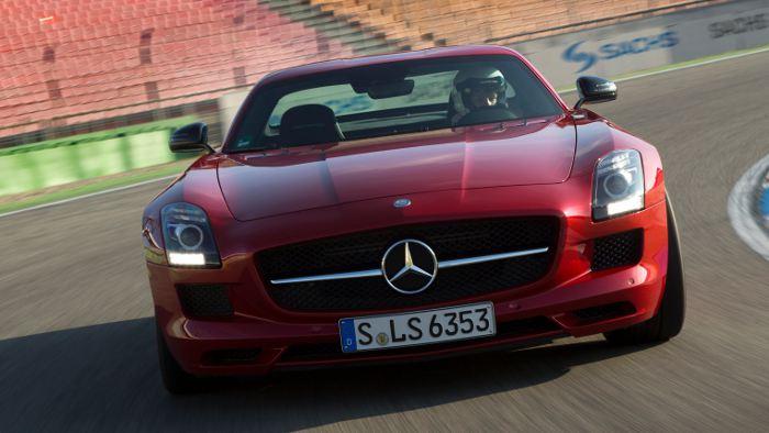 Der Mercedes SLS GT auf der Rennstrecke.