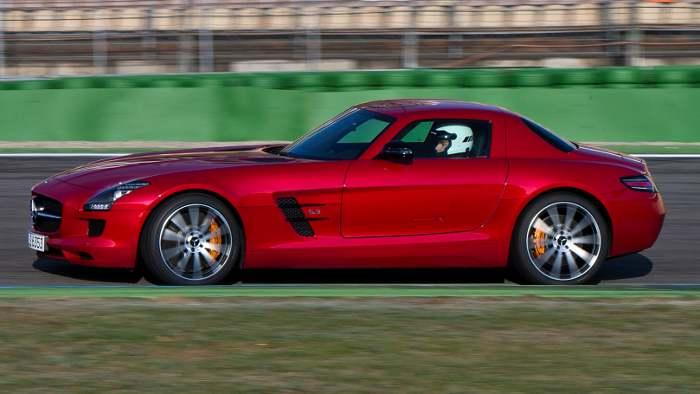 Die Seitenlinie des Mercedes SLS GT.