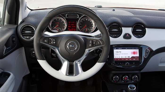 Das Cockpit des Opel Adam.