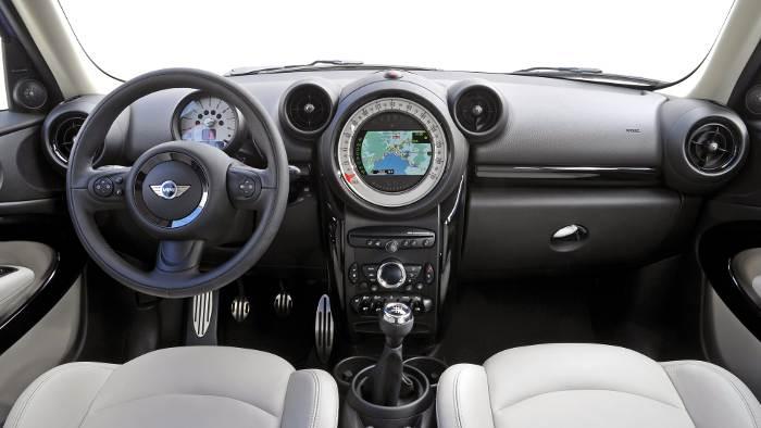 Das Cockpit im Mini Paceman unterscheidet sich nicht vom Countryman.