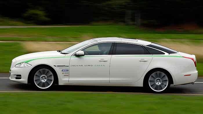 Die Jaguar-Studie Limo Green basiert auf einem Diesel-Hybrid-Antrieb.