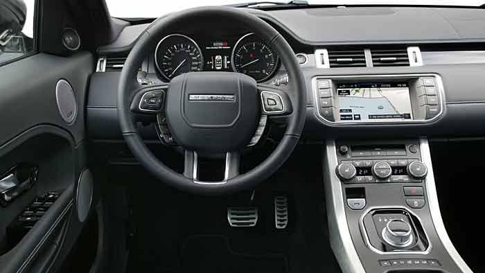 Der Range Rover Evoque fühlt sich auf dem Boulevard wohl.