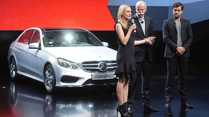Hollywoodstar Diane Kruger präsentierte mit Mercedes-Chef Dieter Zetsche (m.) die neue E-Klasse.