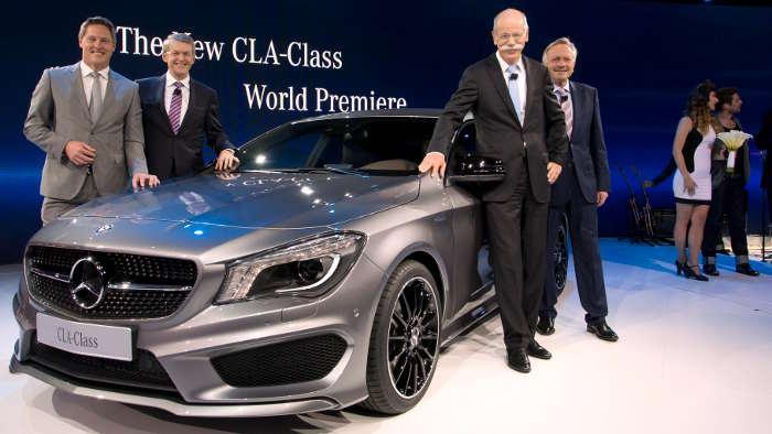 Mercedes-Vertriebschef Joachim Schmidt und Dieter Zetsche.