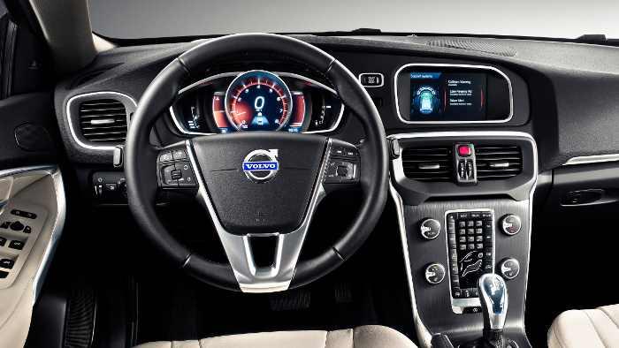 Das Cockpit des Volvo V40.