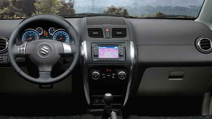 Der Suzuki SX4 findet sich als Allradler auch im gelände zurecht.