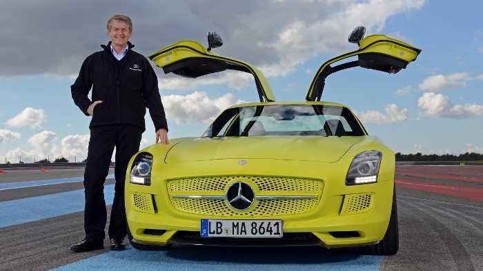 Thomas Weber an der Seite eines Mercedes SLS AMG